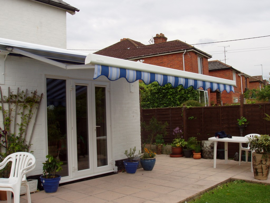 Patio Awning Fitted To A Flat Roof Extension Kover It Blog