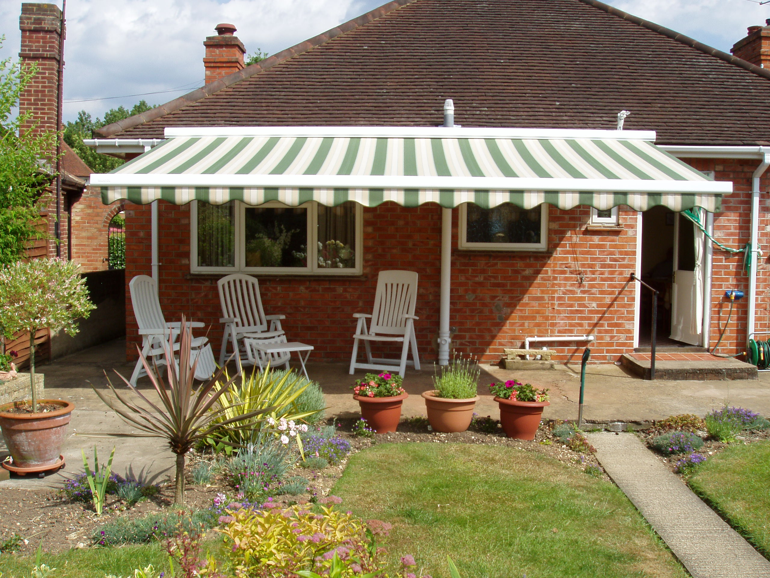 Patio Awning Specialist installation to a Bungalow Kover it Blog