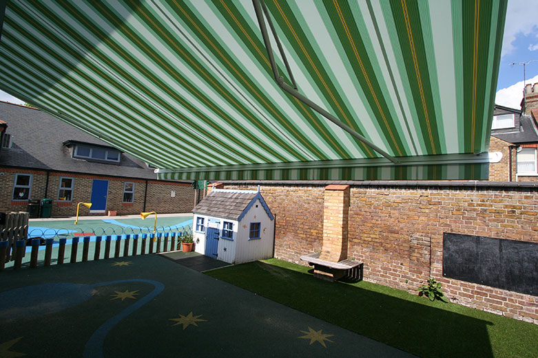 The Markilux 1500 over a kids play area